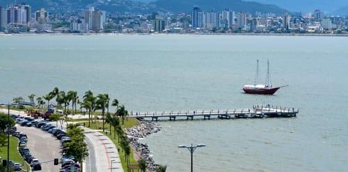 Trapiche Municipal de Florianópolis, também conhecido como Trapiche Beira Mar.
